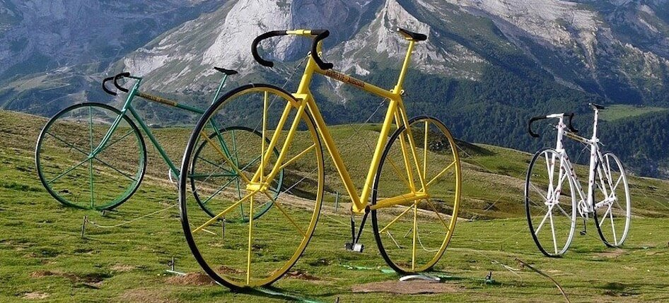 Giant bikes on the Col d'Aubisque